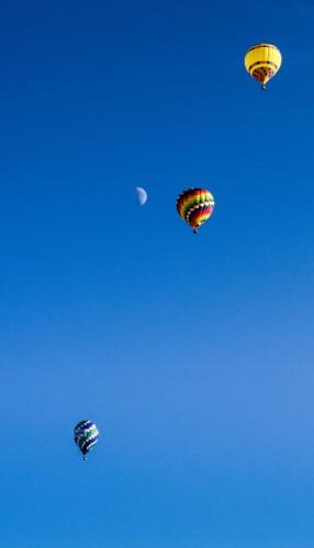 JayWild-Flying-high-balloons-lightened